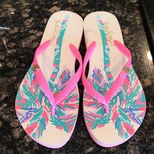 Ladies size 6 Lilly Pulitzer pink flip flops